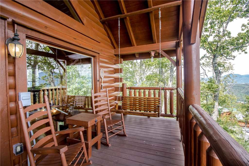 Photo of a Pigeon Forge Cabin named Romantic Views - This is the twenty-first photo in the set.