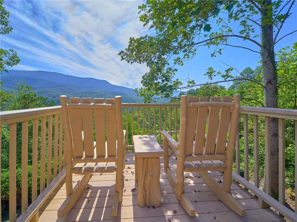 Photo of a Gatlinburg Cabin named Mountain Perch - This is the first photo in the set.
