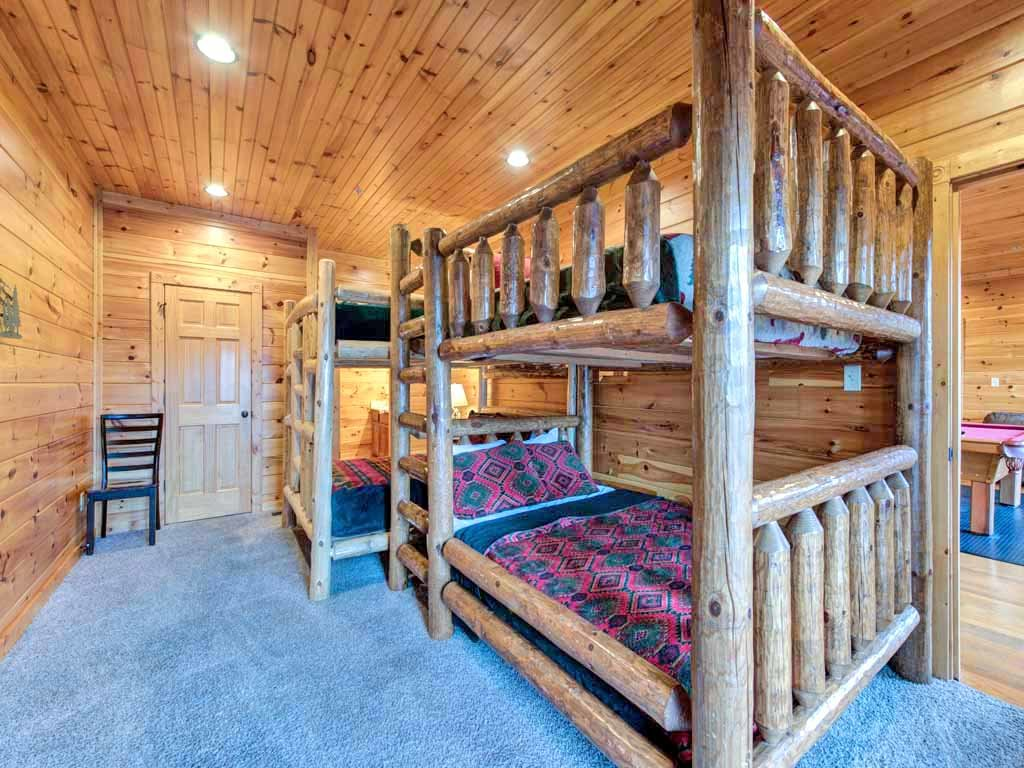 smoky the luxury gatlinburg in deck view rentals mountains cabin a cabins htm location