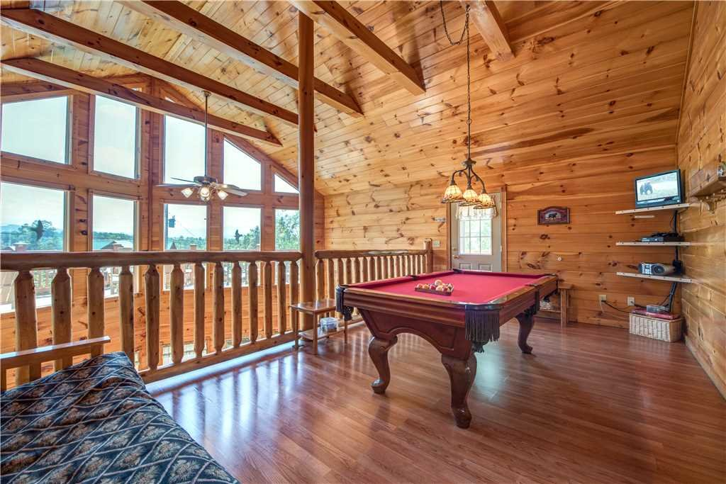 Photo of a Pigeon Forge Cabin named R Bearadise - This is the eleventh photo in the set.