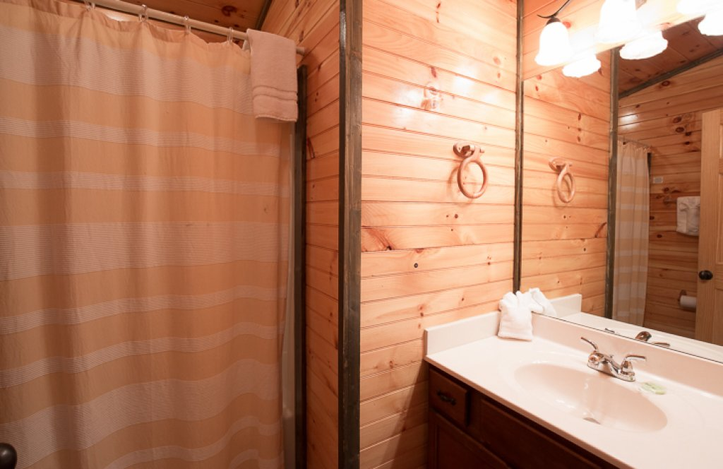 Photo of a Gatlinburg Cabin named Standing Bear Lodge - This is the twenty-third photo in the set.