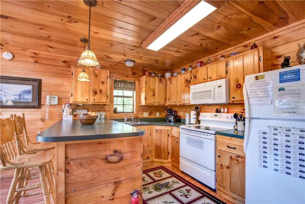 Photo of a Pigeon Forge Cabin named R Bearadise - This is the eighth photo in the set.