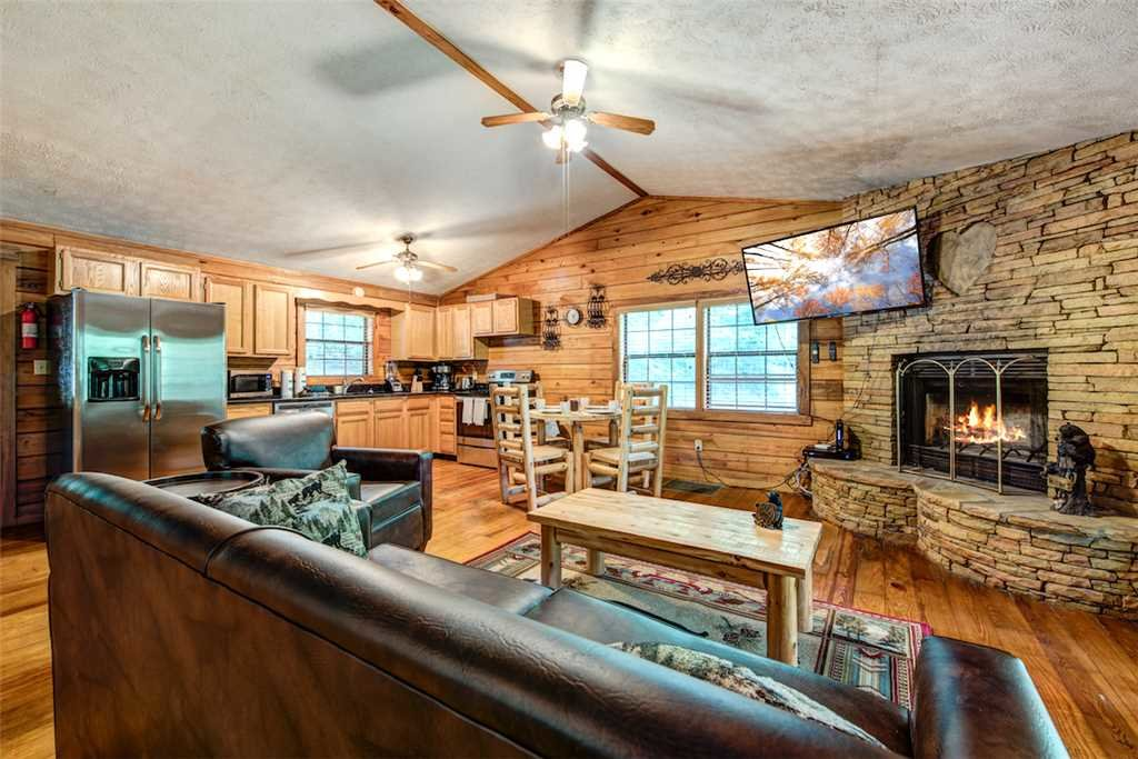 Photo of a Pigeon Forge Cabin named Romancing The Stars - This is the first photo in the set.