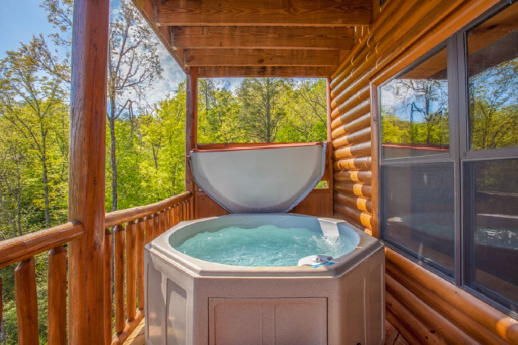 Photo of a Gatlinburg Cabin named Destiny's Heavenly View - This is the nineteenth photo in the set.