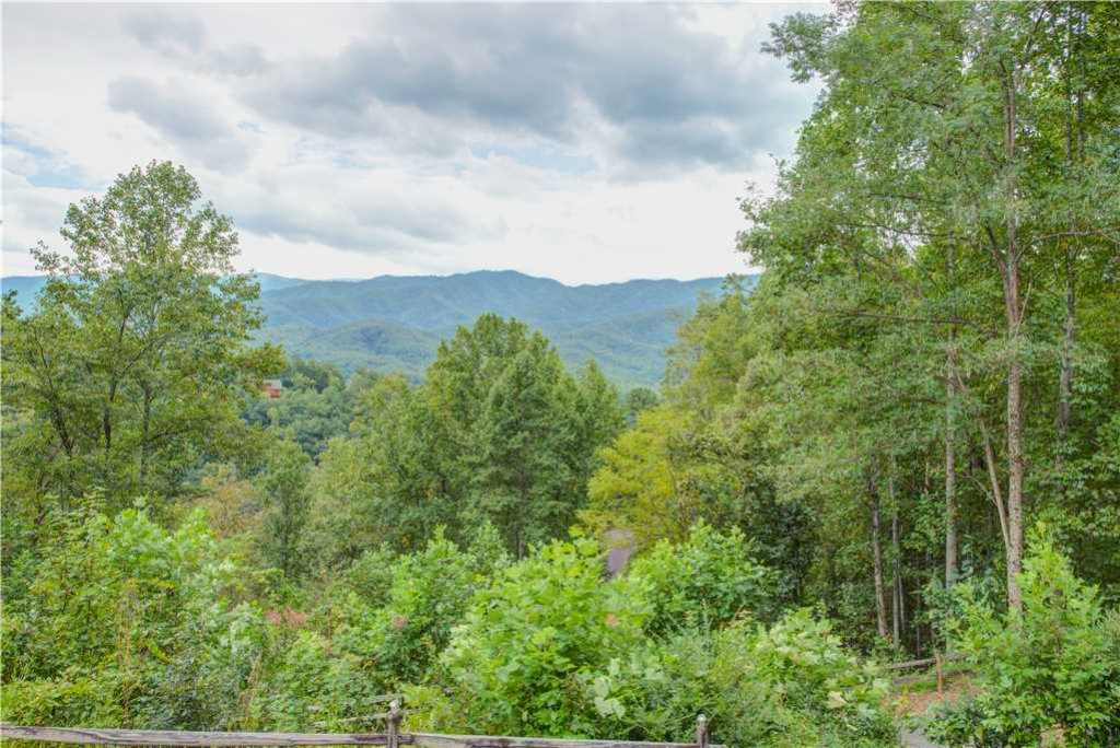 Photo of a Gatlinburg Cabin named Emerald View - This is the twenty-third photo in the set.