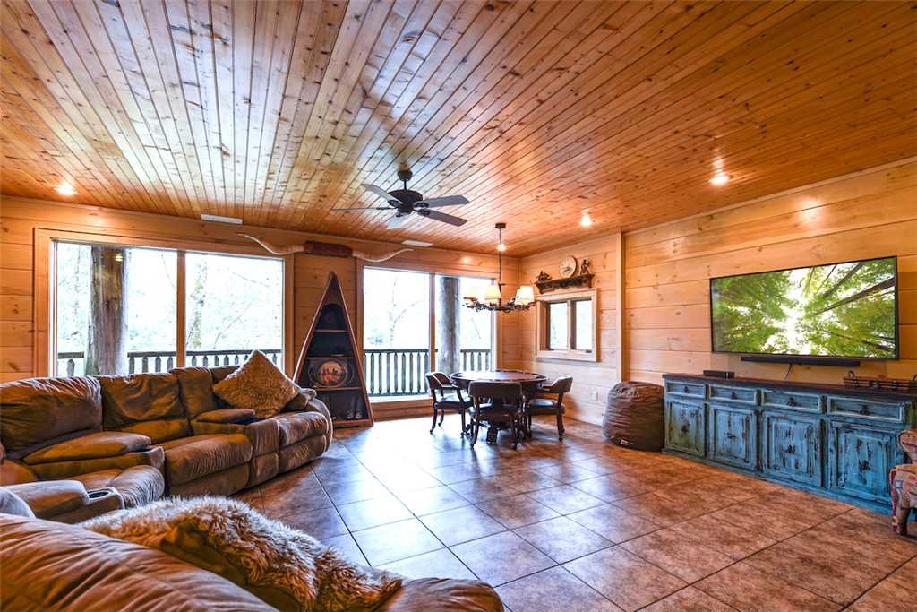 Photo of a Pigeon Forge Cabin named Timberstone - This is the fourteenth photo in the set.