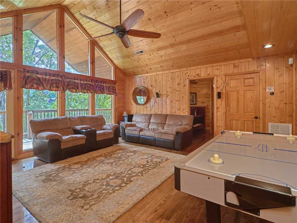 Photo of a Pigeon Forge Cabin named Hidden Springs Lodge - This is the thirty-second photo in the set.