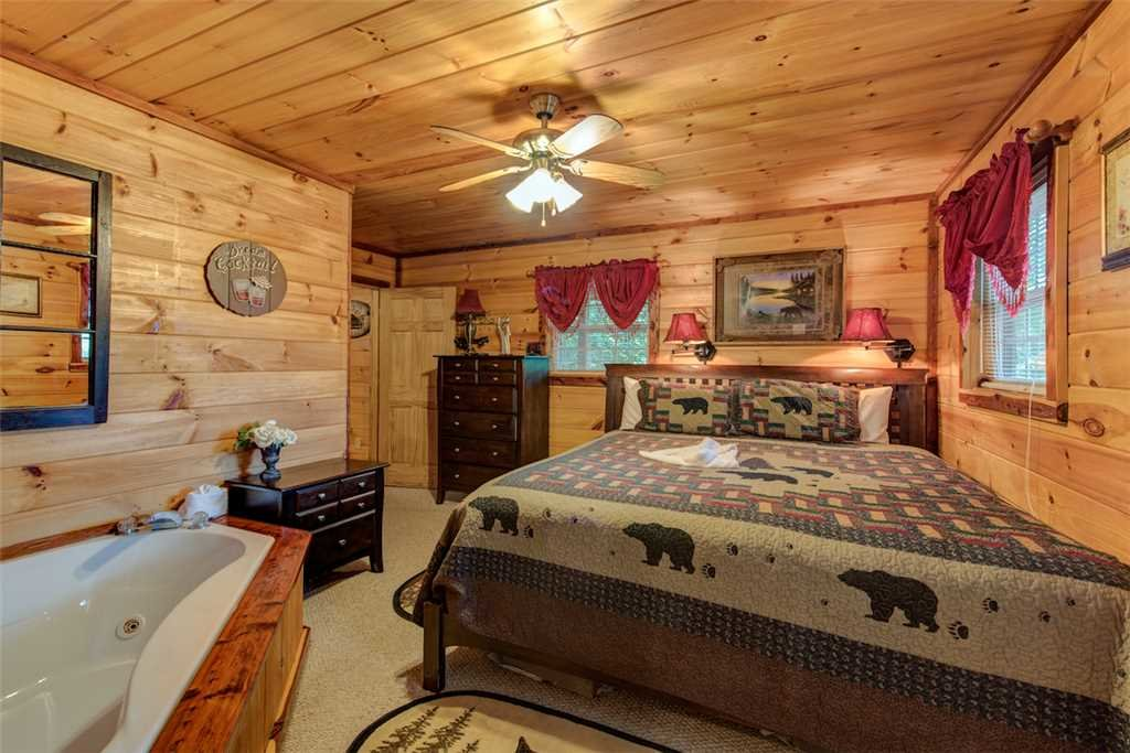 Photo of a Pigeon Forge Cabin named Whispering Secrets - This is the tenth photo in the set.