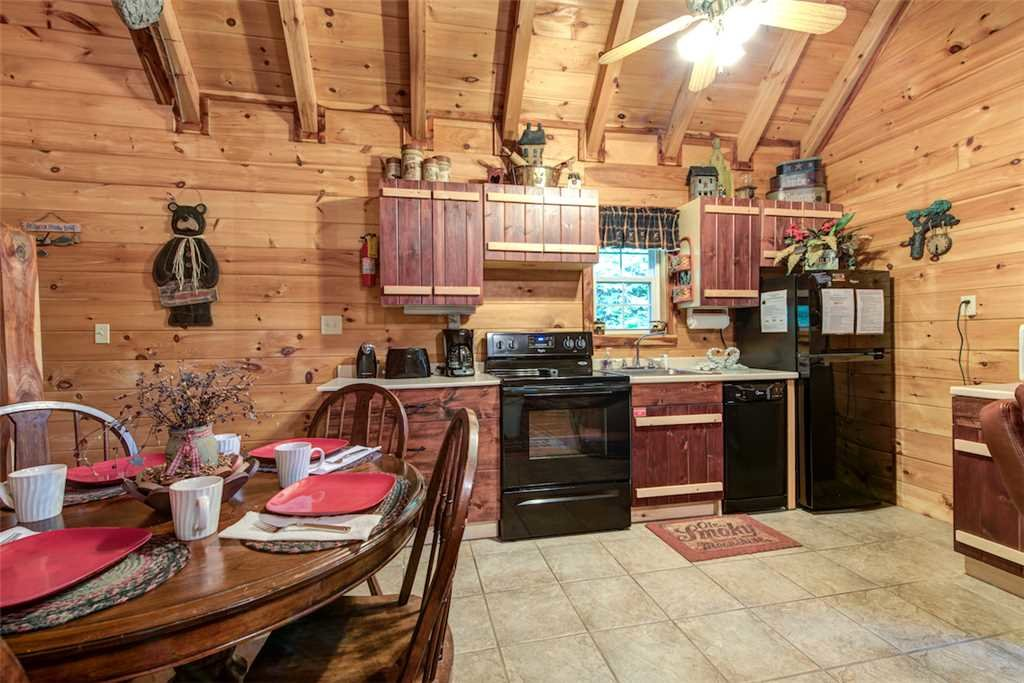 Photo of a Pigeon Forge Cabin named Whispering Secrets - This is the sixth photo in the set.