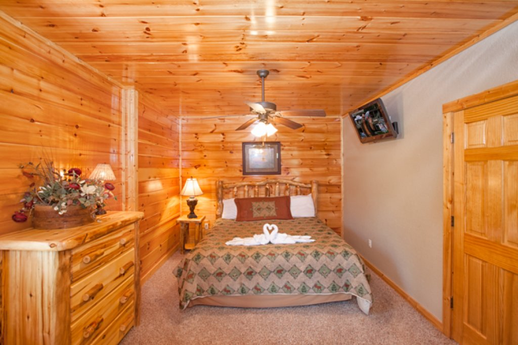 Photo of a Gatlinburg Cabin named Destiny's Heavenly View - This is the sixteenth photo in the set.