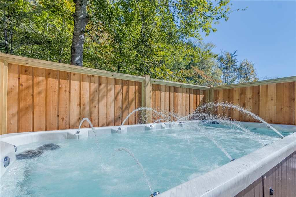 Photo of a Pigeon Forge Cabin named Grand Mountain Splash - This is the third photo in the set.