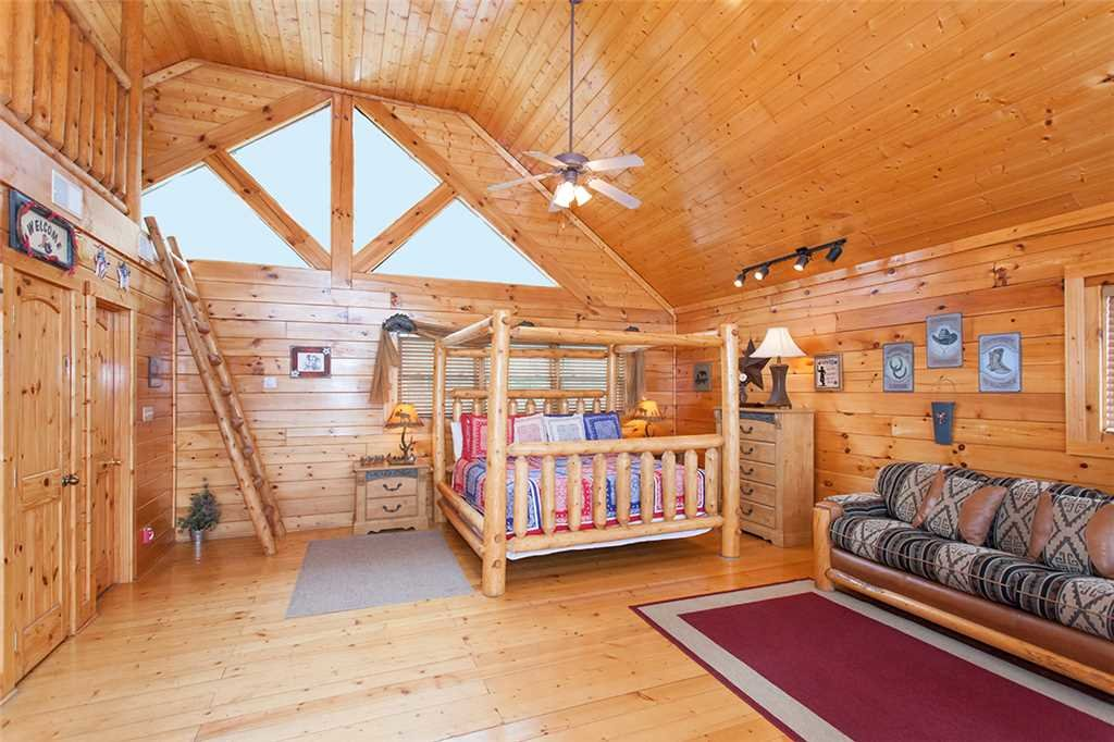 Photo of a Pigeon Forge Cabin named A Walk In The Clouds - This is the twelfth photo in the set.