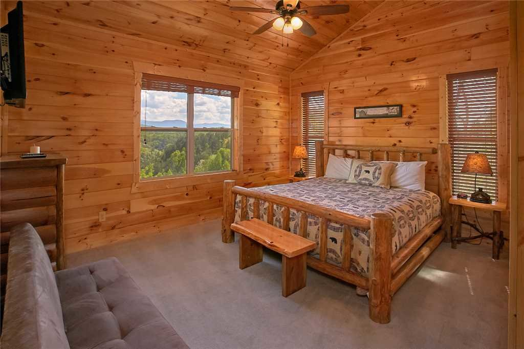 Photo of a Pigeon Forge Cabin named Awesome View Lodge - This is the fourteenth photo in the set.