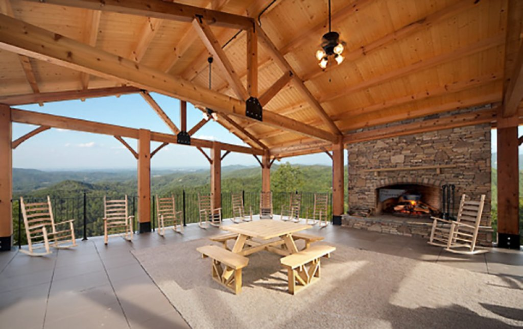 Photo of a Pigeon Forge Cabin named Romantic Views - This is the twenty-fourth photo in the set.