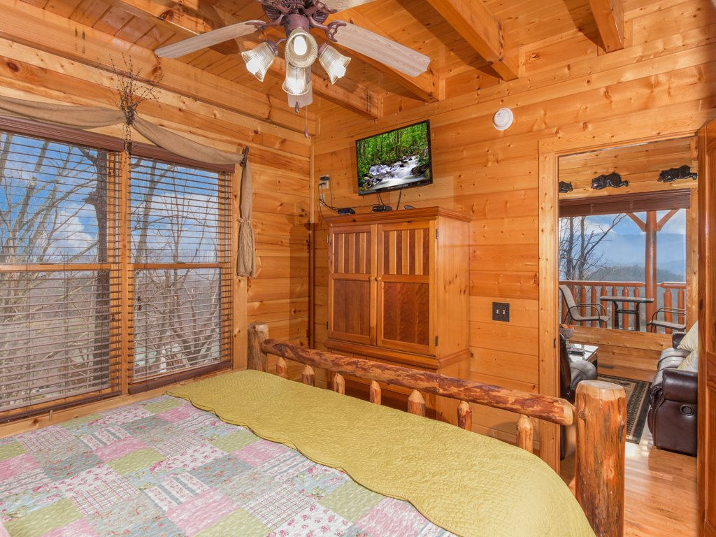 Photo of a Pigeon Forge Cabin named Romantic Views - This is the fourteenth photo in the set.