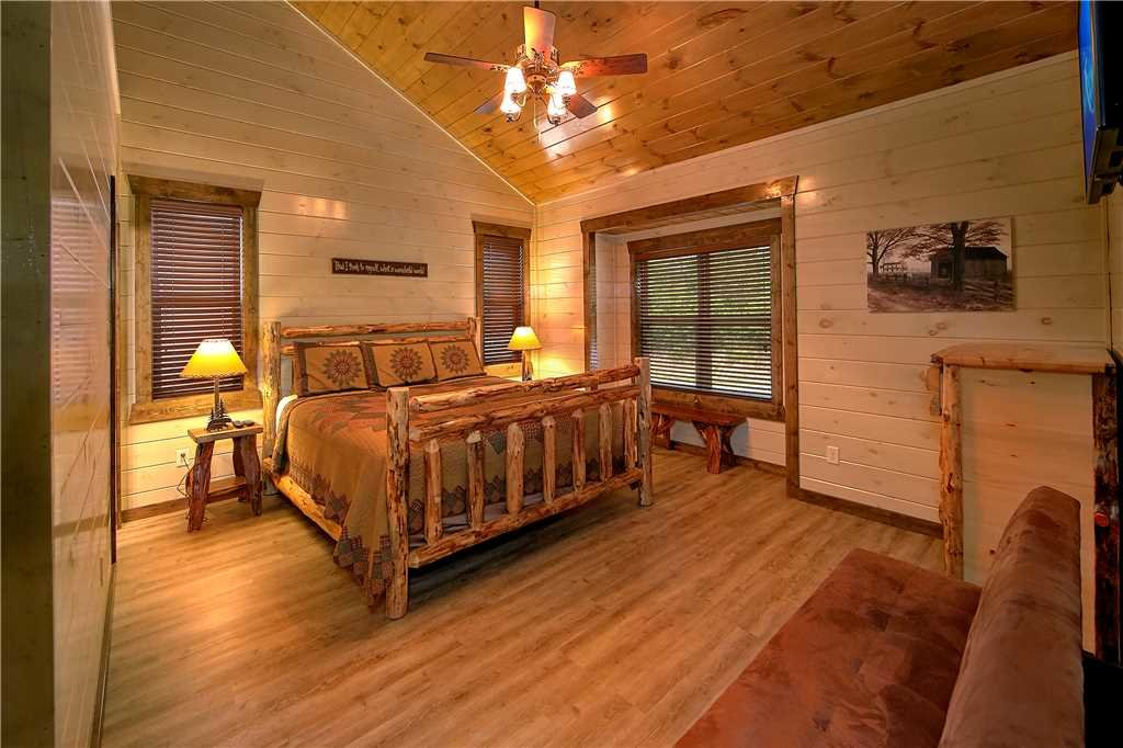 Photo of a Pigeon Forge Cabin named Aqua Dream'in Retreat - This is the fifteenth photo in the set.