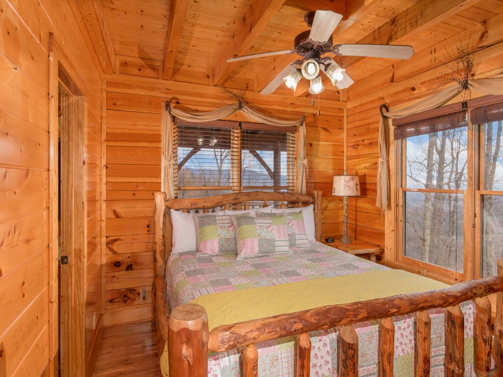 Photo of a Pigeon Forge Cabin named Romantic Views - This is the thirteenth photo in the set.