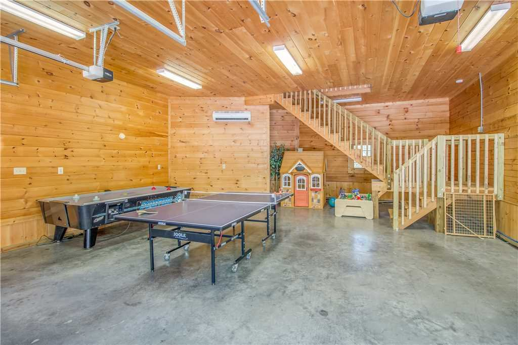 Photo of a Pigeon Forge Cabin named Grand Mountain Splash - This is the fifteenth photo in the set.
