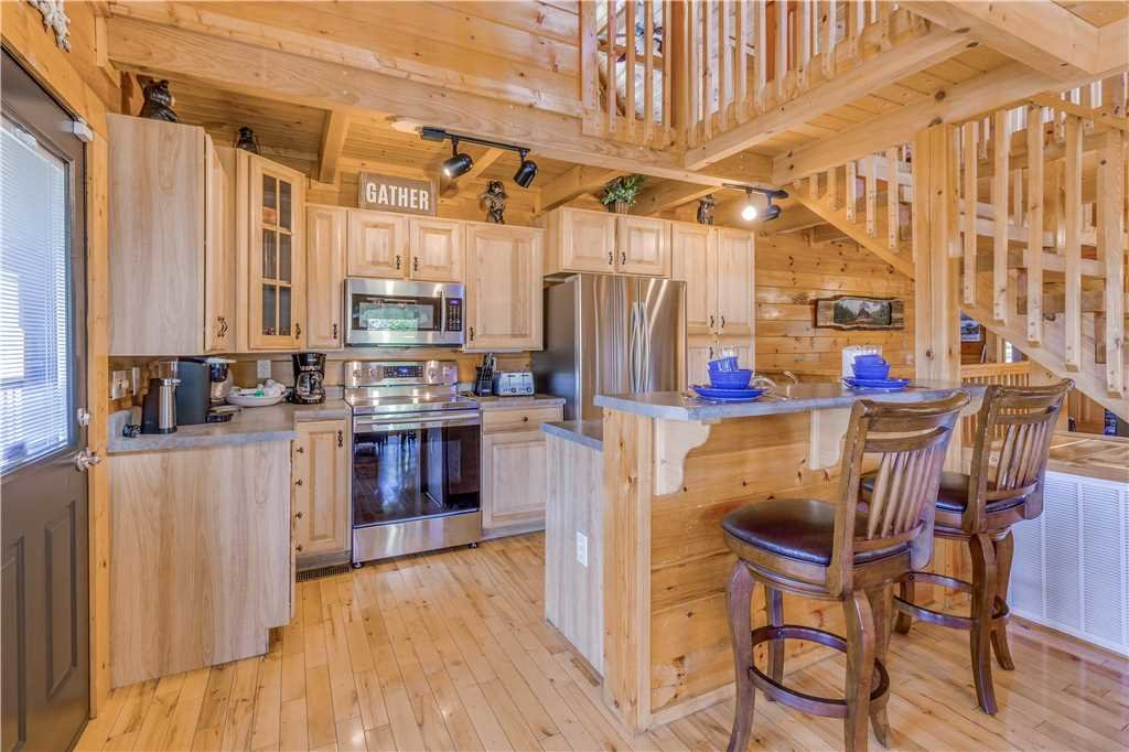 Photo of a Pigeon Forge Cabin named Grand Mountain Splash - This is the eighteenth photo in the set.