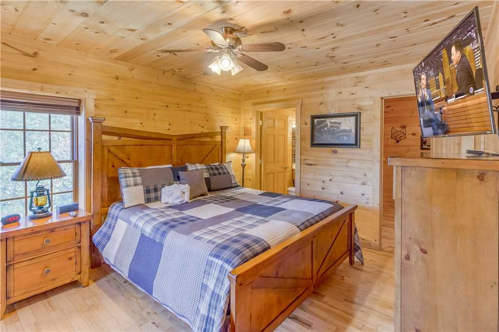 Photo of a Pigeon Forge Cabin named Grand Mountain Splash - This is the twenty-second photo in the set.