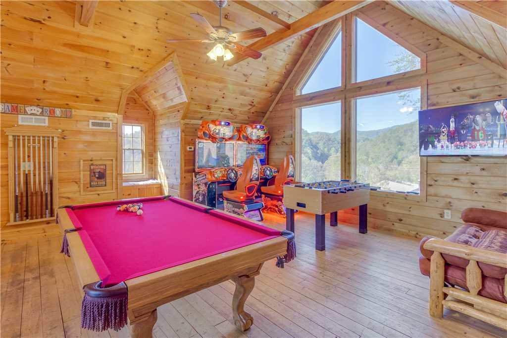 Photo of a Pigeon Forge Cabin named Grand Mountain Splash - This is the first photo in the set.