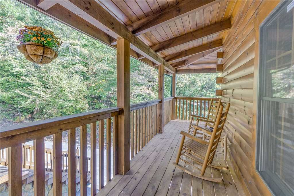 Photo of a Pigeon Forge Cabin named Grand Mountain Splash - This is the thirty-seventh photo in the set.