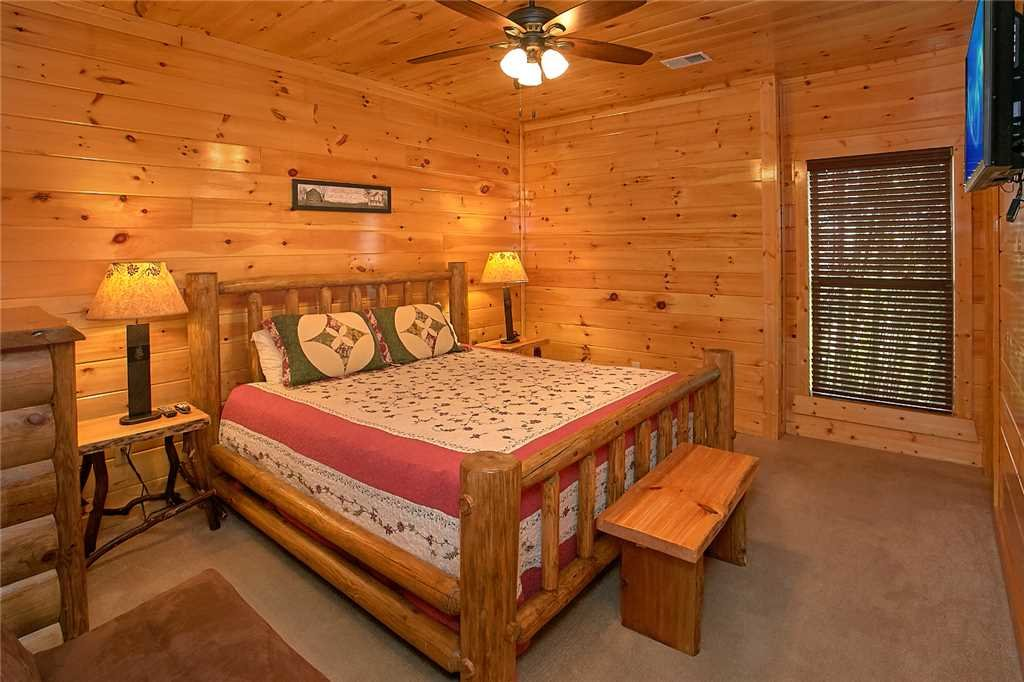 Photo of a Pigeon Forge Cabin named Awesome View Lodge - This is the twenty-seventh photo in the set.