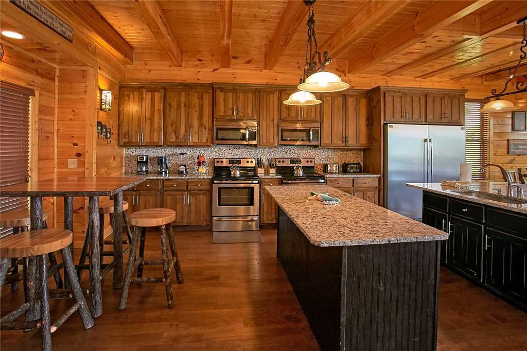 Photo of a Pigeon Forge Cabin named Awesome View Lodge - This is the fourth photo in the set.