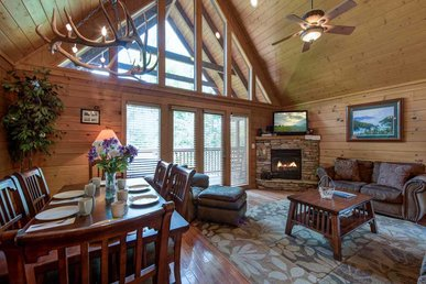 Big Sky Cabin, 2 Bedrooms, Hot Tub, Pool Access, Pool Table,  Sleeps 8