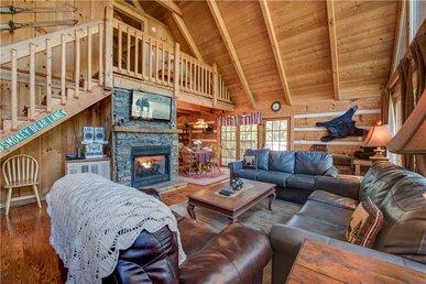 Bear Cave Haus,  2 Bedrooms, Fireplace, Hot Tub, Pool Table,  Sleeps 8