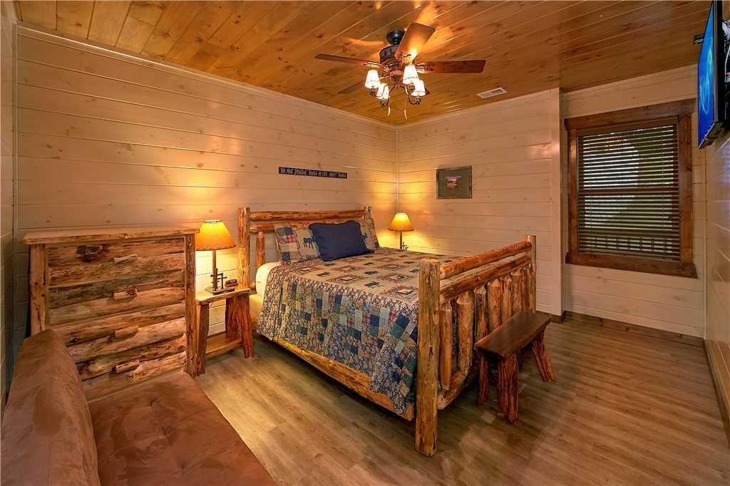Photo of a Pigeon Forge Cabin named Aqua Dream'in Retreat - This is the seventeenth photo in the set.