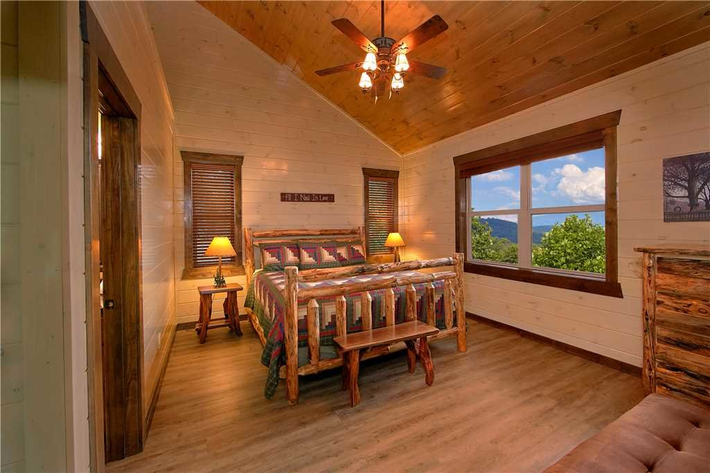 Photo of a Pigeon Forge Cabin named Aqua Dream'in Retreat - This is the sixteenth photo in the set.