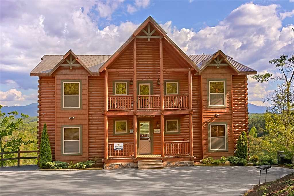 Photo of a Pigeon Forge Cabin named Awesome View Lodge - This is the first photo in the set.
