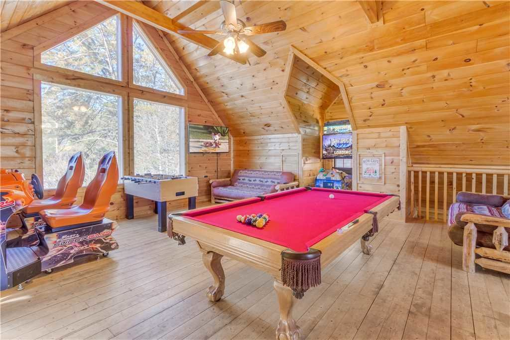 Photo of a Pigeon Forge Cabin named Grand Mountain Splash - This is the second photo in the set.