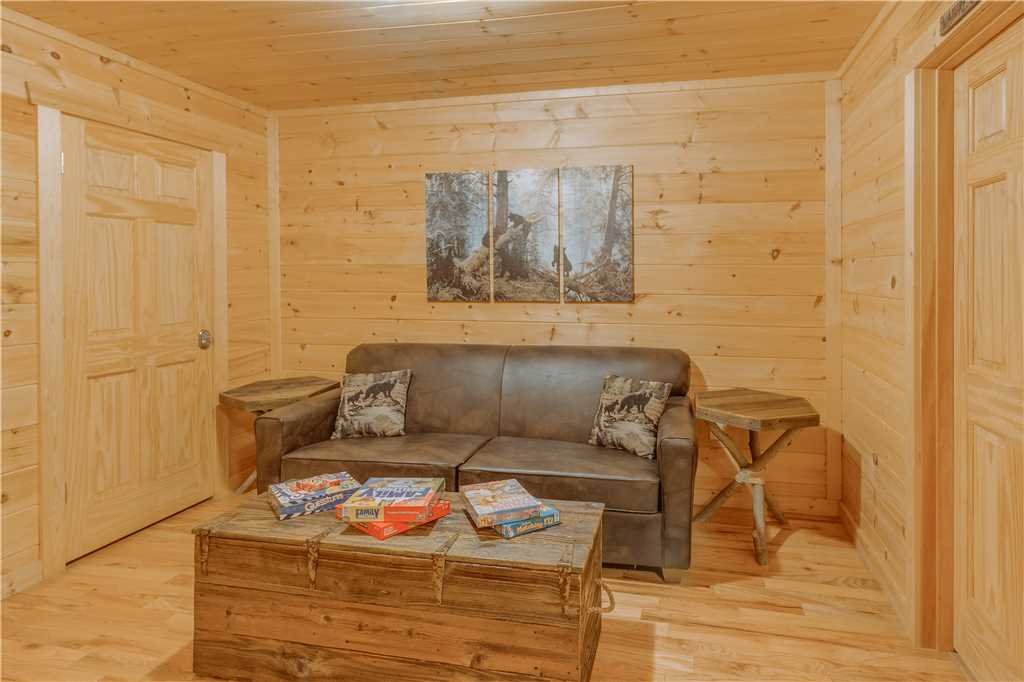 Photo of a Pigeon Forge Cabin named Grand Mountain Splash - This is the thirty-first photo in the set.