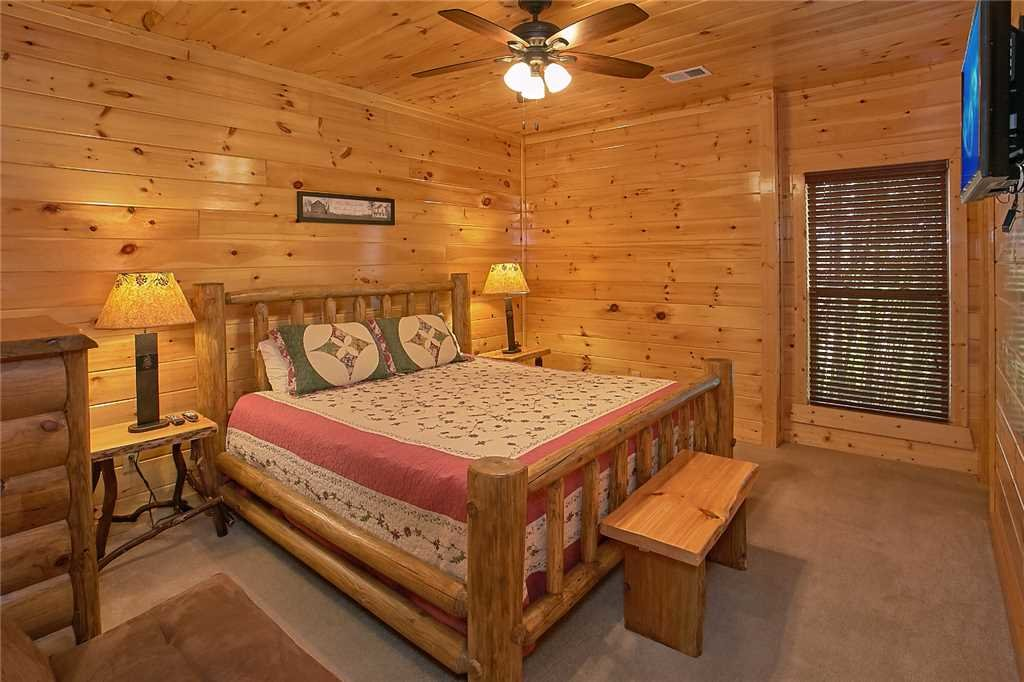 Photo of a Pigeon Forge Cabin named Awesome View Lodge - This is the twenty-ninth photo in the set.