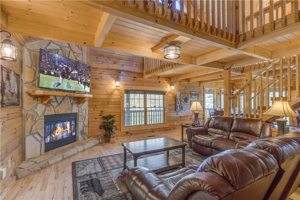 Photo of a Pigeon Forge Cabin named Grand Mountain Splash - This is the sixteenth photo in the set.
