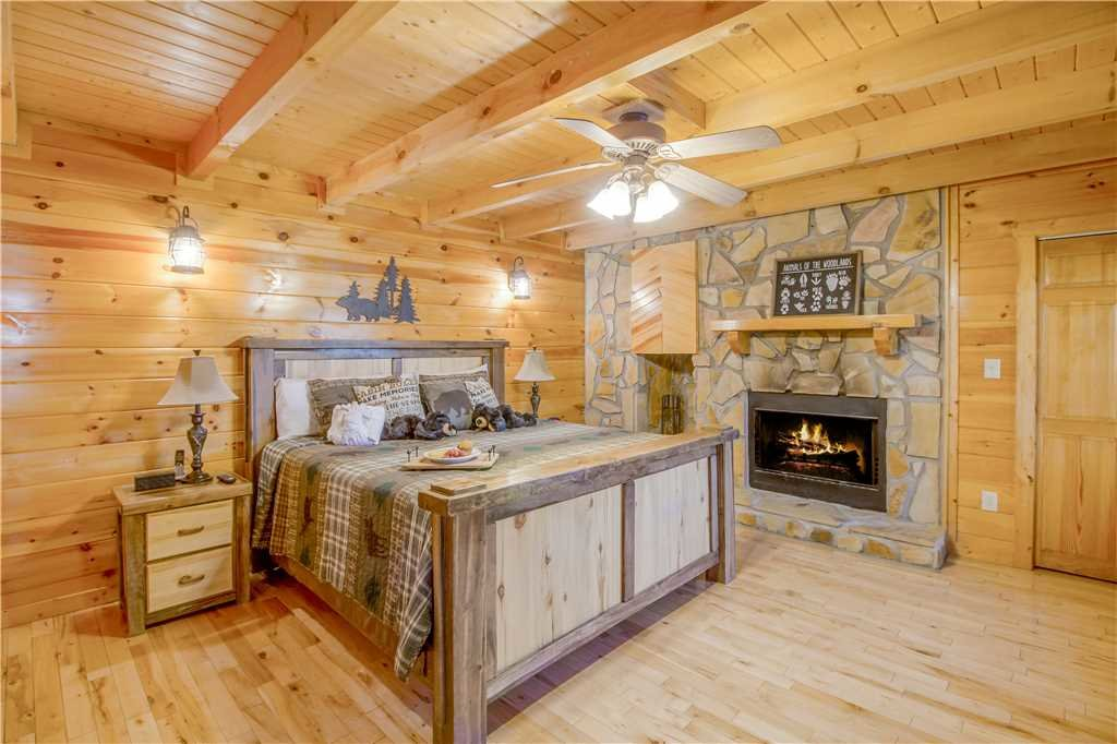 Photo of a Pigeon Forge Cabin named Grand Mountain Splash - This is the nineteenth photo in the set.