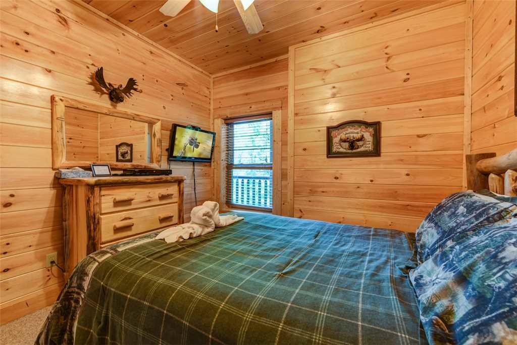 Photo of a Pigeon Forge Cabin named Mountain Creek Lodge - This is the twenty-second photo in the set.