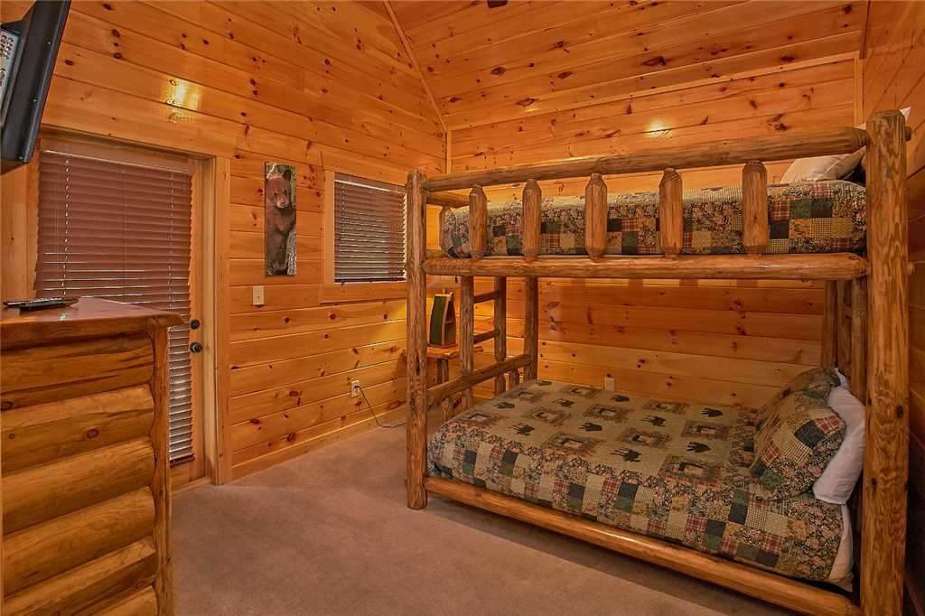 Photo of a Pigeon Forge Cabin named Awesome View Lodge - This is the twenty-first photo in the set.