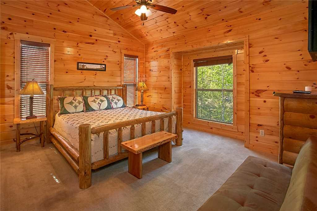 Photo of a Pigeon Forge Cabin named Awesome View Lodge - This is the twenty-third photo in the set.