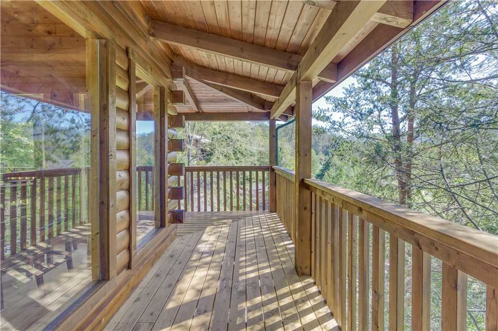 Photo of a Pigeon Forge Cabin named Grand Mountain Splash - This is the fortieth photo in the set.