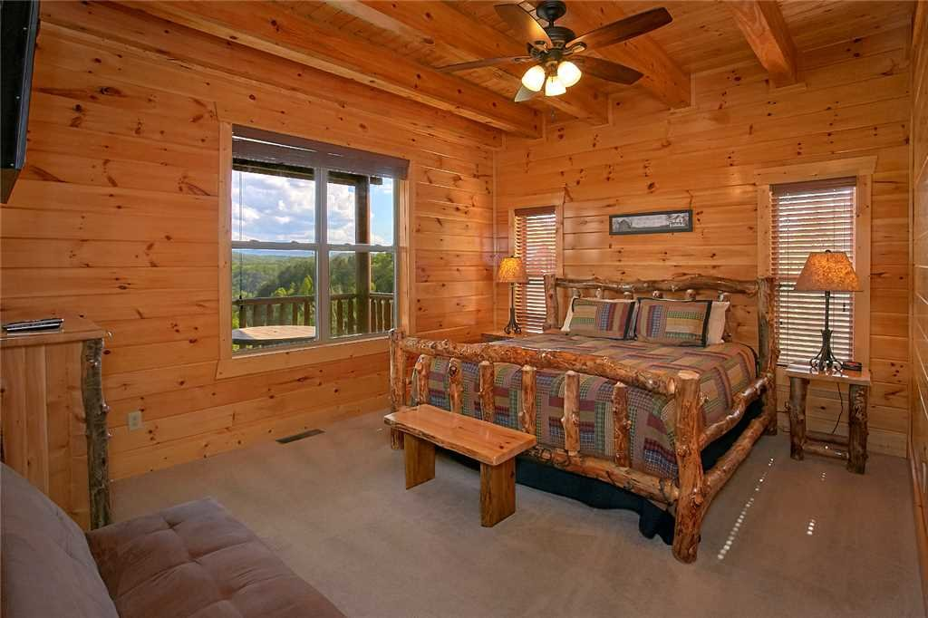 Photo of a Pigeon Forge Cabin named Awesome View Lodge - This is the twenty-fifth photo in the set.