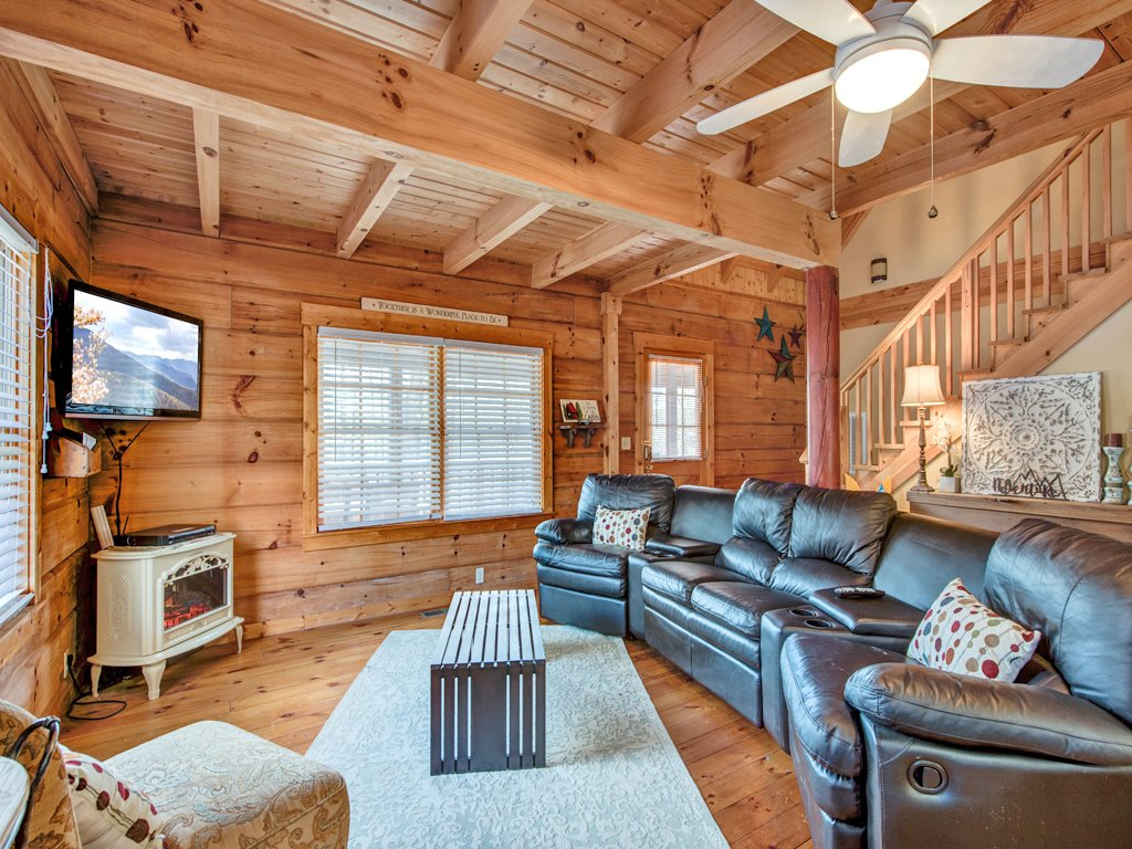 Photo of a Gatlinburg Cabin named Black Bear Hideaway - This is the first photo in the set.