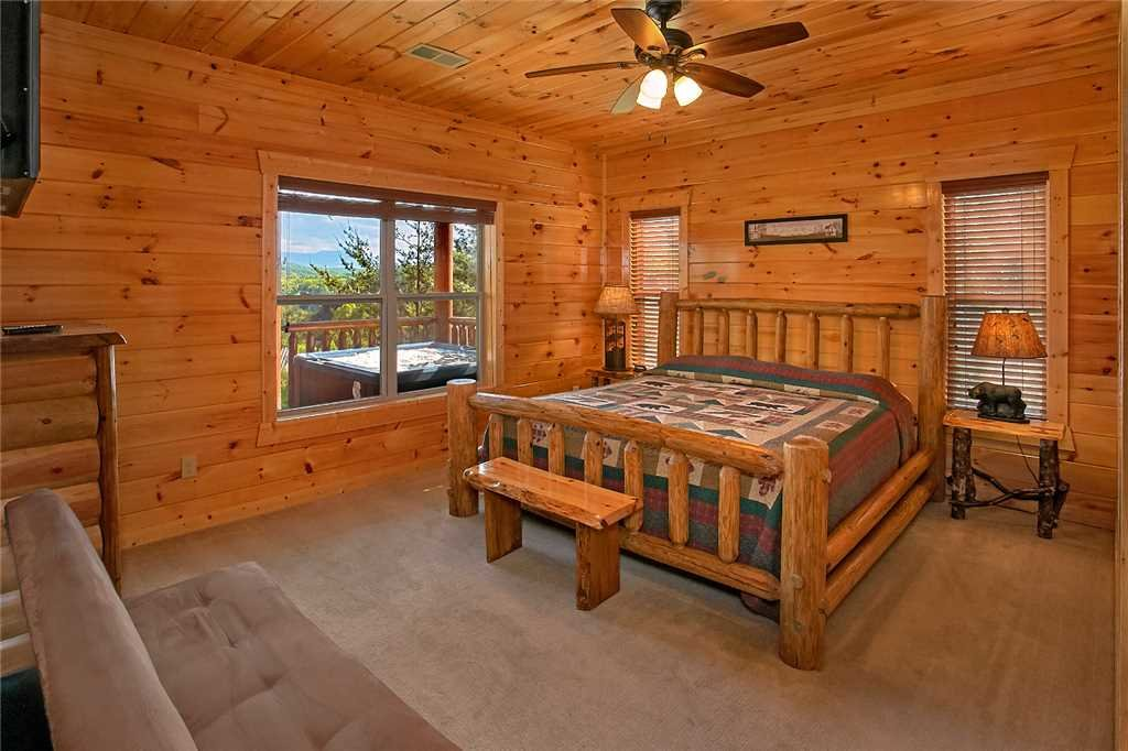 Photo of a Pigeon Forge Cabin named Awesome View Lodge - This is the twenty-eighth photo in the set.