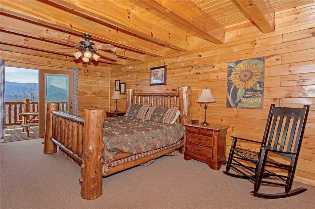 Photo of a Pigeon Forge Cabin named A Diamond In The Sky - This is the nineteenth photo in the set.