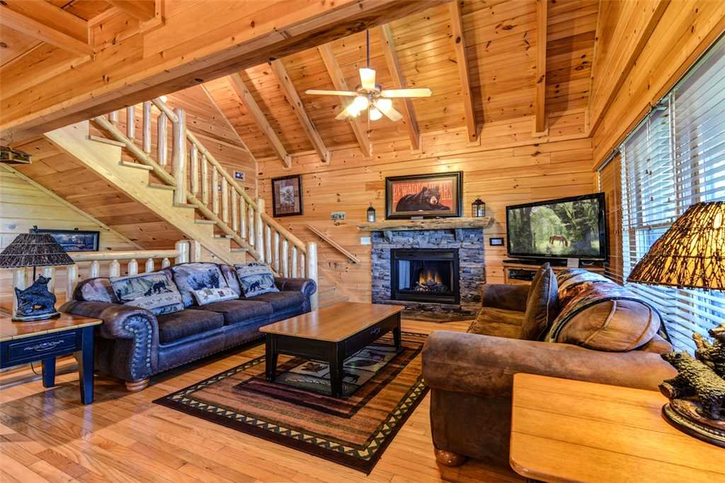 Photo of a Pigeon Forge Cabin named Mountain Creek Lodge - This is the first photo in the set.