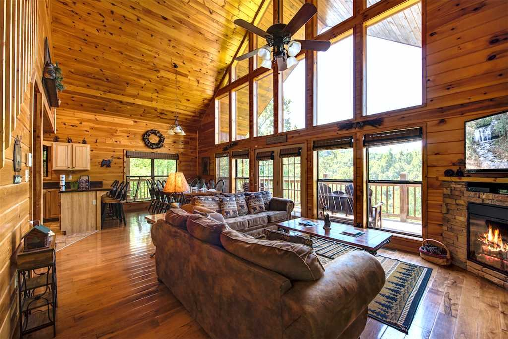 Photo of a Sevierville Cabin named Bear Hunter - This is the fifth photo in the set.