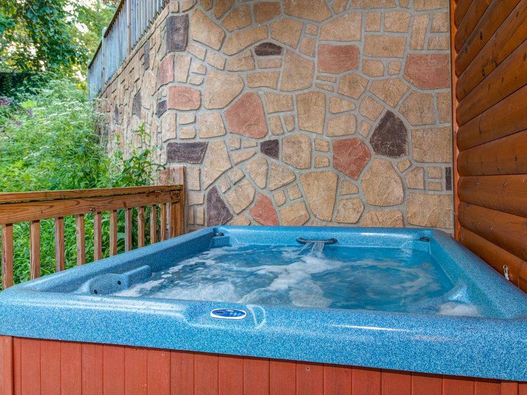 condos forge pool luxury with pigeon gatlinburg cabin rental interior info onlinechange rentals condo bedroom cabins indoor