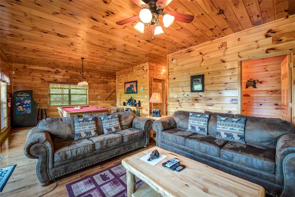 Photo of a Sevierville Cabin named Bear Hunter - This is the thirteenth photo in the set.